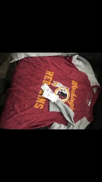Brand new women's redskins shirt size XL Hyattsville, 20785