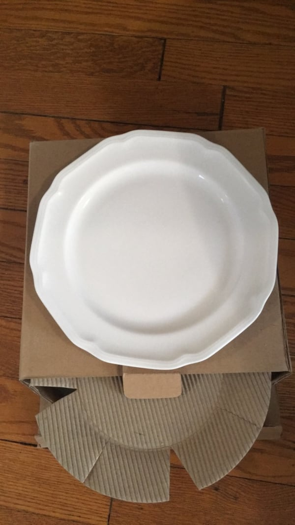 Mikasa 45 piece dinner set/dishes 0c0670f9-5781-46a7-9e04-d91ffad0ee67