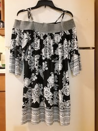 Trixxi Off the shoulder dress. Brand new. Sz Med. Nashville