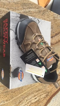 Shoes size 8 with metal cap protection (new) Laval