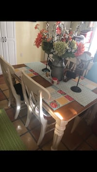 Kitchen dining room table with 4 chairs Bakersfield, 93309