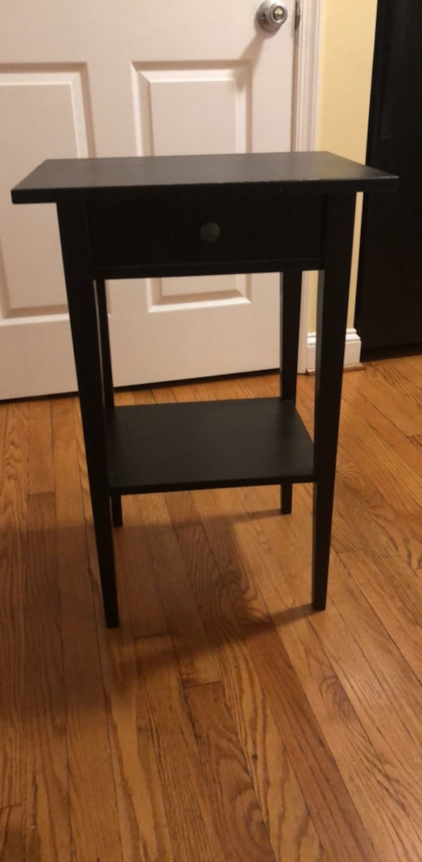 Bedside Table with Drawer 3d3c785e-5fa5-4601-ac69-7517cc1d2356