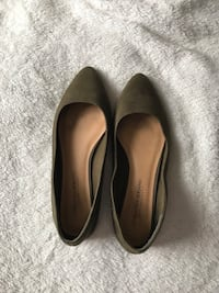 Size 8. Pair of olive green suede flats Ellendale, 19941