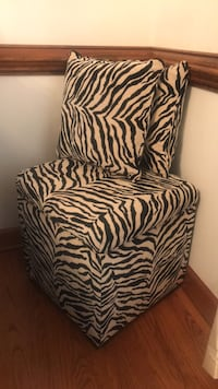 white and black zebra print armchair Hampton, 23664