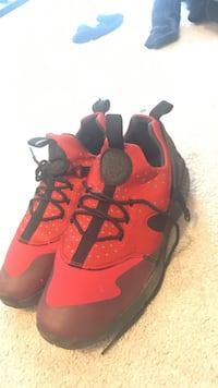 Red-and-black air jordan basketball shoes Olympia, 98501
