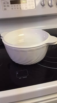 Casserole dish with lid Arcoflam from France Mississauga, L5R 3Z5
