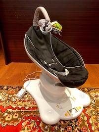 4moms Mamaroo With Two Sets of Balls Toronto, M4L 2X9