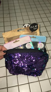 3 Face masks and cosmetic bag