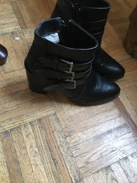 pair of black leather side-zip boots London, N5Z