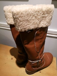 UGG  LADIES BOOTS SIZE 8  Cambridge, N1R 6X5