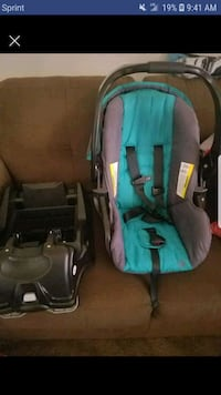 Baby car seat ,carrier and base 1371 mi