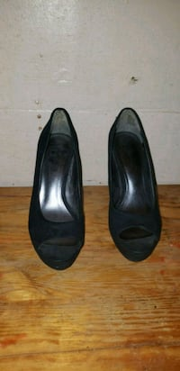 pair of black leather peep-toe heeled shoes Des Moines, 50320