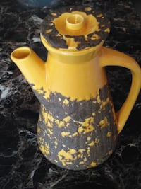 yellow and black ceramic pitcher Gatineau, J8X 3C5
