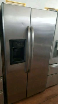 GE STAINLESS STEEL SIDE BY SIDE REFRIGERATOR  Long Beach, 90815