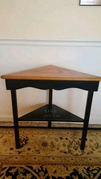 Solid oak corner accent table Pittsburgh, 15234