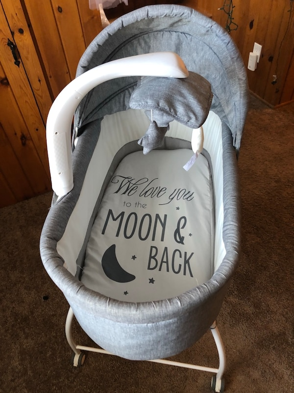 5dc9481df4c3 Used Bliss bassinet for sale in Rochester - letgo