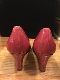 Minto condition, Pink pumps US 7.5  New York, 10012