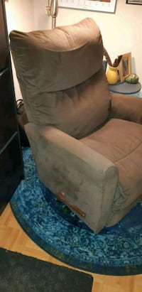 Lazyboy Recliner Brown Colour Toronto, M3C 1E6