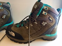 pair of brown-and-blue hiking boots Edinburgh, EH6 8BE