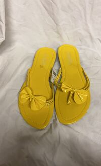 Yellow sandals size 8  Toronto, M1W 2W9