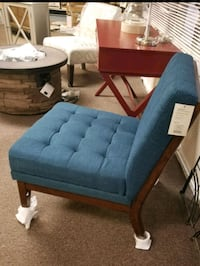 Blue tufted chair  Bakersfield, 93311
