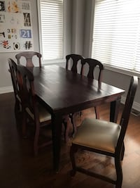 Rustic Table and 6 chairs with faux ivory leather seats. 250 or best offer! Vaughan, L6A 0W5