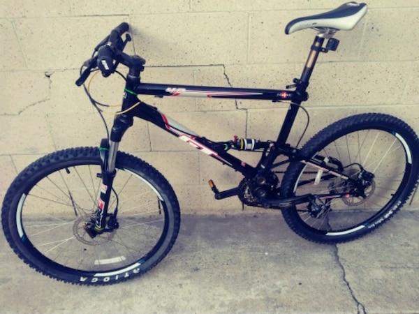 e1f8c4af104 Used blue and white full suspension mountain bike for sale in Costa Mesa -  letgo
