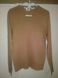 Old Navy Men's V-neck sweater