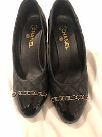 Chanel quilted calfskin and patent chain pumps Brampton, L6R 1L7