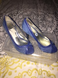 Pair of blue leather peep toe pumps Bowie, 20721