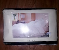 Queen size bed sheets Toronto, M5A 1Z8