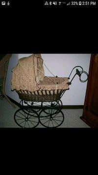 Vintage Baby Carriage/Buggy!