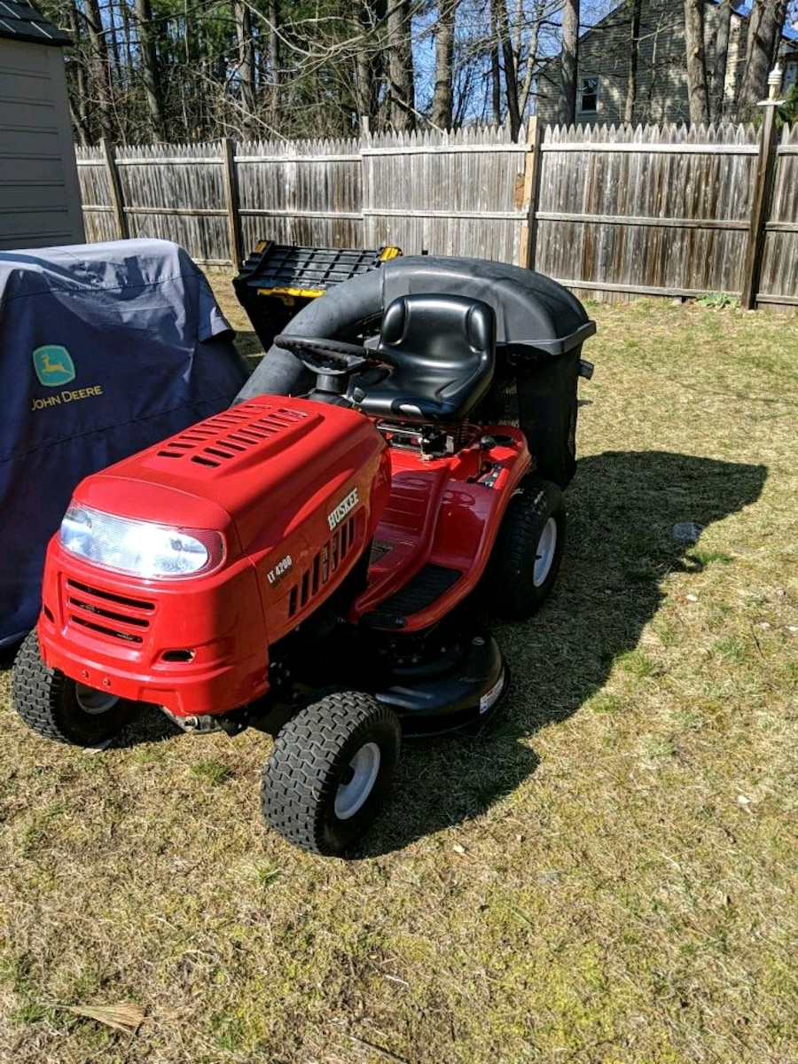 Photo Huskee ride on lawnmower
