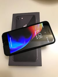 64GB iPhone 8 with Box Mississauga, L5N 3A6