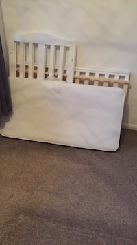 white and black bed mattress Orpington, BR5 4BZ