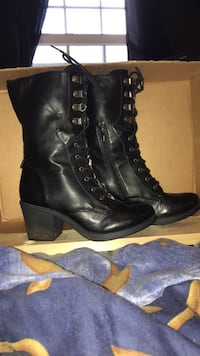 Black lace up boots 7/7.5  Oxford, 06478