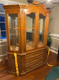 Thomasville China Cabinet Forest Hill, 21050