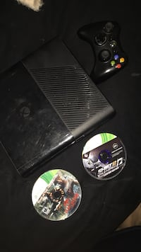 Xbox 360 1 controller 2 games dead island game of the year edition and shift 2 limited edition Mesa, 85209