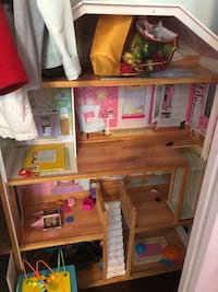Girl's doll house  Anaheim, 92801