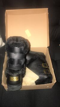 Pair of black ugg boots in box Baltimore, 21225