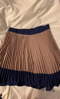 Pleated 2-tone mini skirt