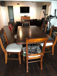 Dining room table + Chairs 2280 mi