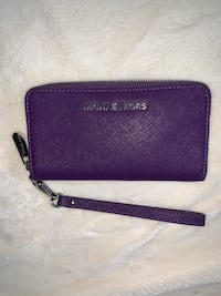 Michael Kors Wristlet, purple, never used. Portland, 97204