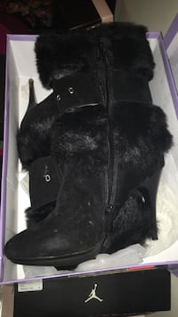 black leather fur-line boots Westminster, 21158