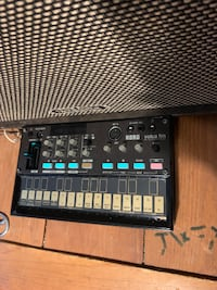Like new Korg Volca FM With all original box and papers