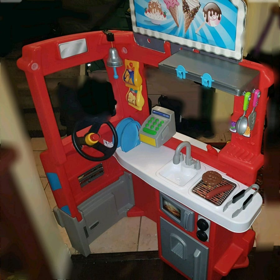 Play food and kitchen /food truck