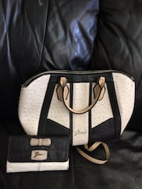 Guess purse and wallet Bakersfield, 93308