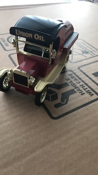 classic maroon and white truck scale model
