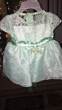 Baby green and white floral dress Anaheim, 92805