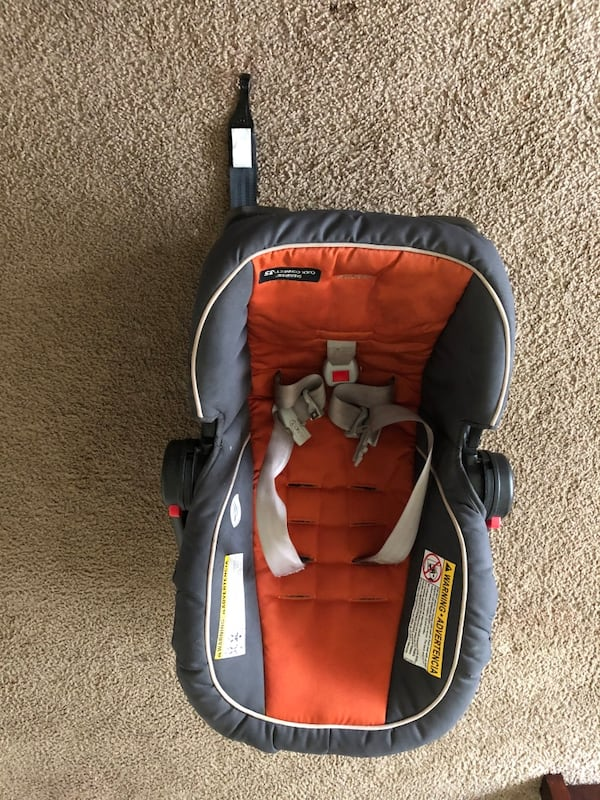 Baby car seat . Very good condition 63a07b28-5e98-43ee-b8fc-3c631af88a1e